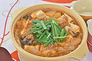 ピリ辛の赤い鍋