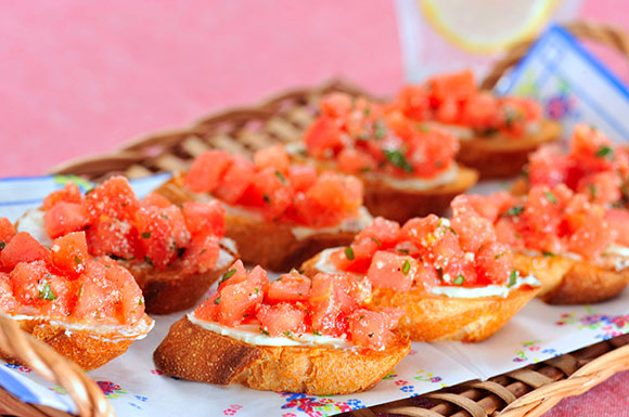 今週のうどんレシピ「トマトのブルスケッタ」