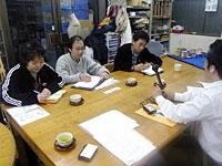 インタビューに答える(左から)今泉利恵子さん、今泉兼親さん、亀田良一郎さん=「しごと場だいすき」で。
