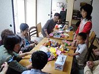 赤ちゃんからお年寄りまで地域の人が気楽に集まれる場を目指す。
