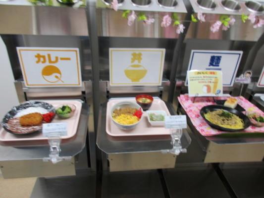 日替わり定食380円。以前は暖かい食事は食べられなかった。