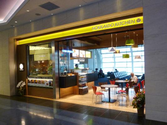 羽田国際線ターミナルの107A搭乗ゲートそば「HOKKAIDO KITCHEN」外観