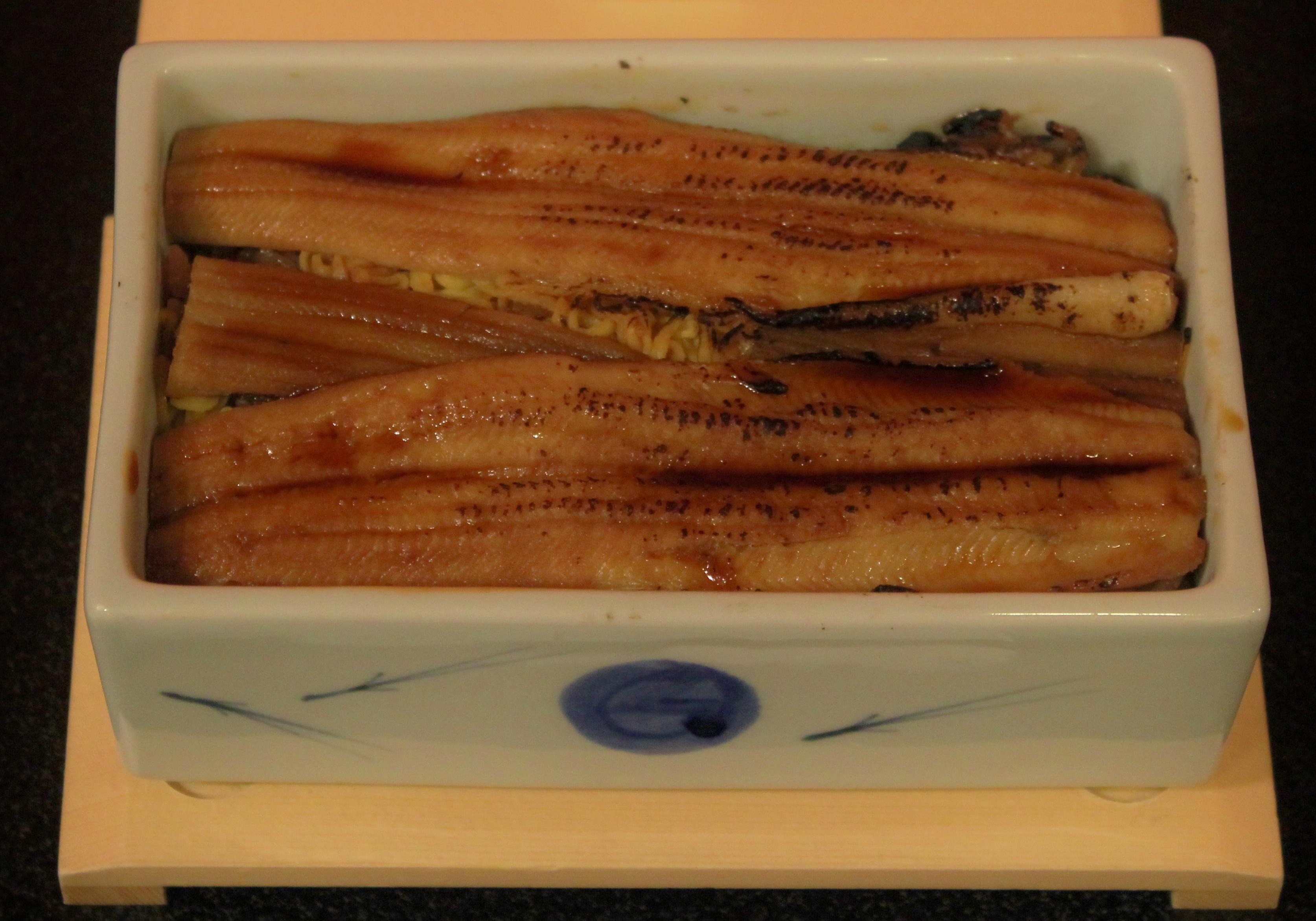 宮島の名物、アナゴ飯。ふっくらとした味わいが食欲をそそる