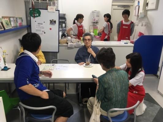 学生主催のカフェの様子