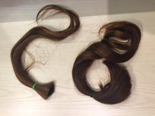 ▲髪の毛はこのように束で切ります。