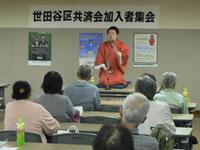 世田谷区内で開かれた「出前寄席」で熱演する室野井さん