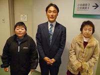 発表した「さくら会」のメンバー 左から阿部さん、島田さん、秋山さん
