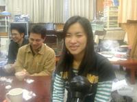 グエン・ファン・ティ・ホアン・ハーさん。 日本語教室を終えて、他のボランティアと一緒に、事務局で。
