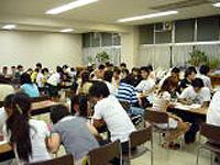 日本語教室は小学校の施設を利用して開かれている