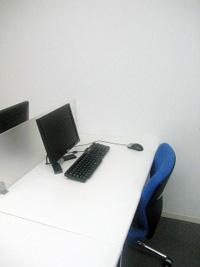 MRCの「オフィス」にはパソコンなどが備えられている。