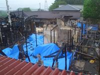 5月に四十九日の合同法要が行われた「たまゆら」の火災現場 (以下、合同法要の写真は「葬送支援ネットワーク」提供)