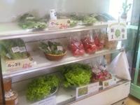 「らそす」では山口さんが日系ブラジル人と一緒に作っている野菜も直売されている