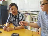 「多文化共生センター東京」代表の王慧槿さんに澤田記者がインタビュー