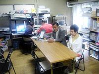 パソコン教室「スラッシュ」。並んで座っているのが圓山光正さんとみち子さん。
