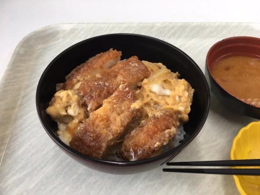 monaka.局員『学食のカツ丼』