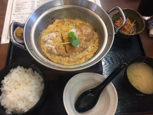 プチ鹿島局員『都議会レストラン ロースカツ煮定食』