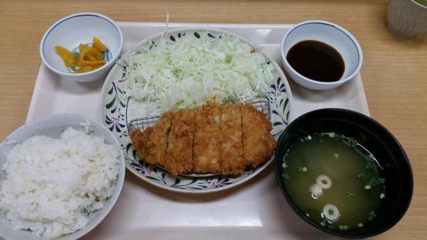 223si局員『華さん食堂」のとんかつ定食 福岡』
