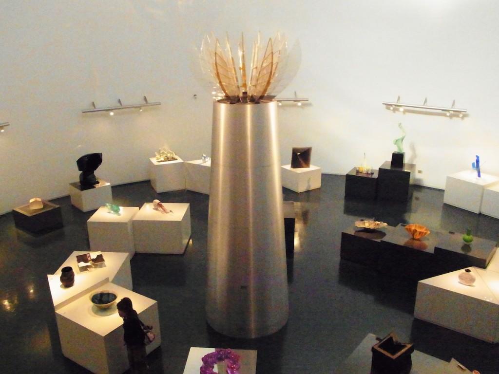 国内外のガラス作品を展示する黄金崎クリスタルパーク
