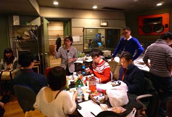 スタジオサブでの打ち合わせ 撮影:ササキミチヨ
