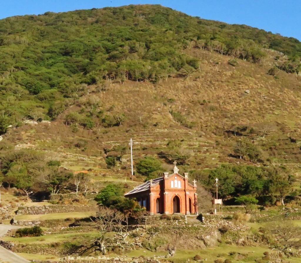 小値賀島の隣の野崎島には世界文化遺産候補の旧野首教会が立つ