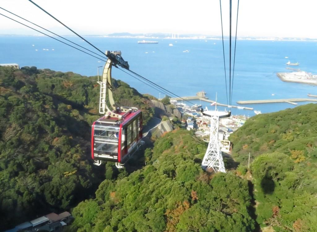 鋸山山頂へはロープウエ―で4分。東京湾の眺めを 楽しみながら手軽に山頂へ行かれる