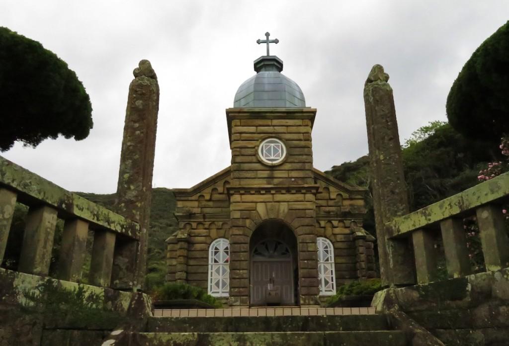 移住して来た潜伏キリシタンは無人島の頭ヶ島を切り開き、石造りの頭ヶ島天主堂を建てた