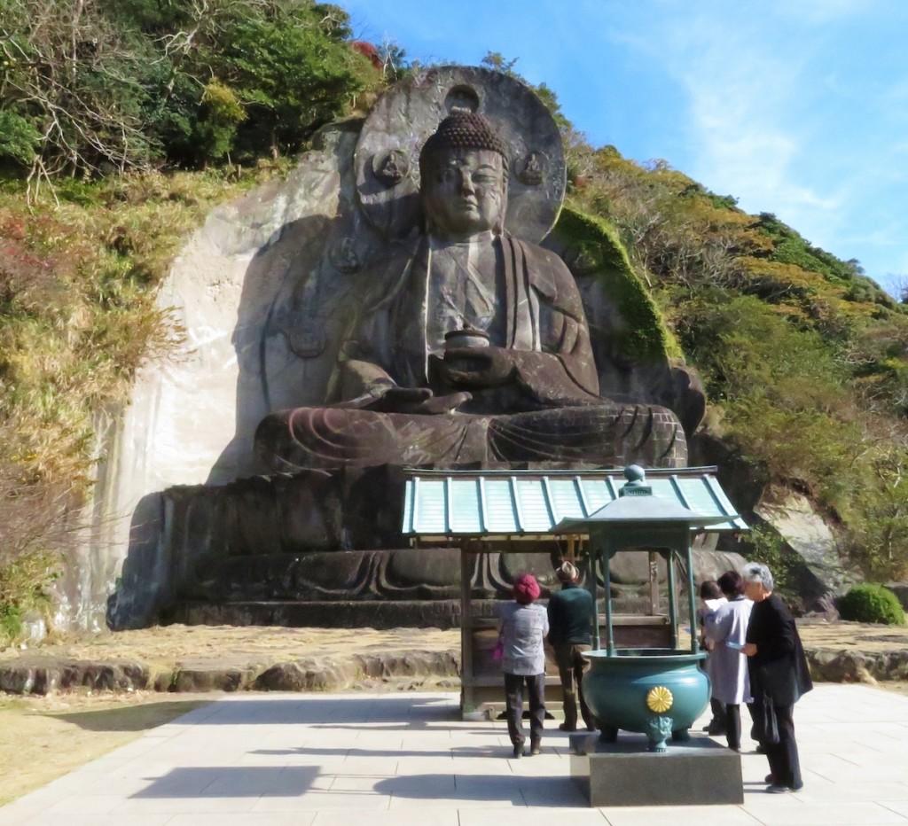 日本寺に安置されている房州石で彫られた日本一大きい磨崖仏