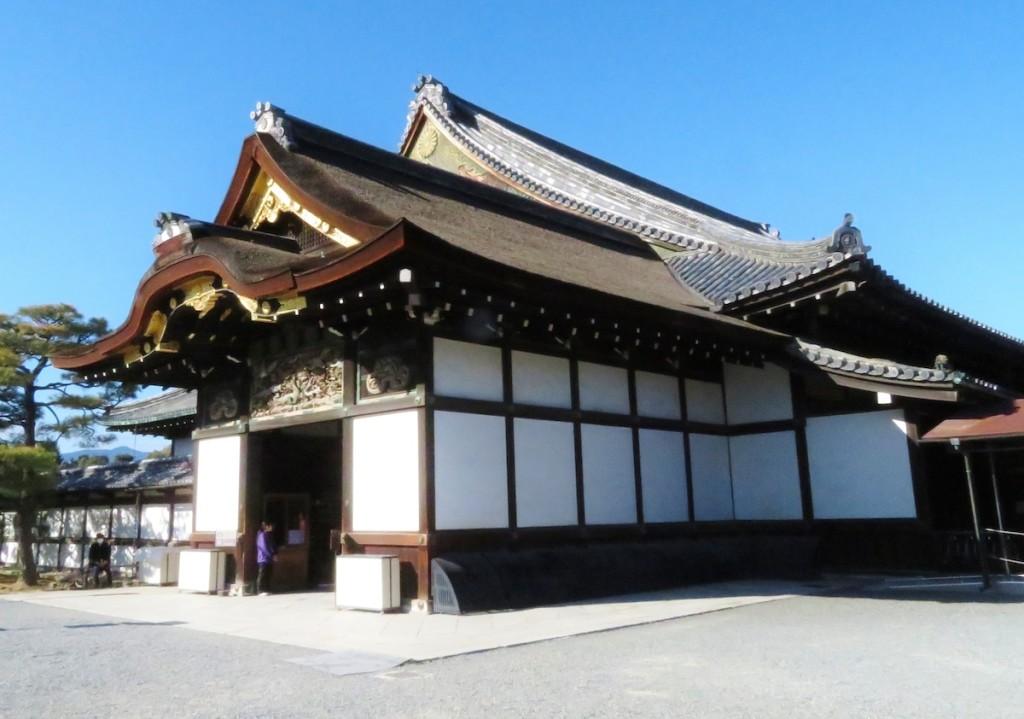 二条城二の丸御殿は国内に残る唯一の御殿群で、江戸初期の造営。御殿内の大広間で大政奉還が表明された