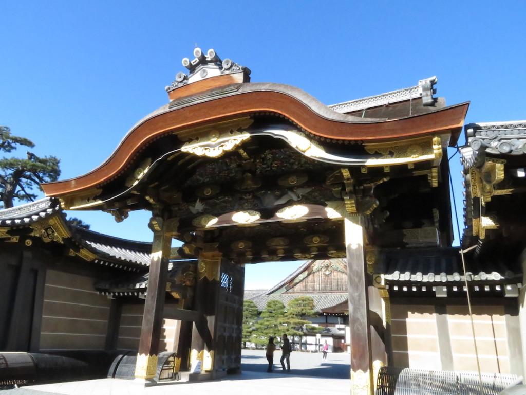 徳川第15代将軍慶喜が大政奉還を表明した二条城の唐門