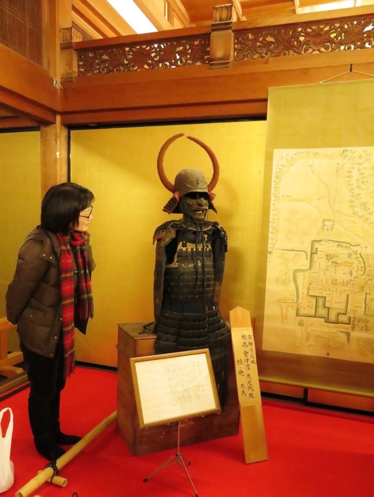 会津藩士が脱出に際し、寺院内に残していった鎧、兜などの武具。賊軍といわれなき汚名をそそがれた会津藩の苦悩が伝ってくる品々である