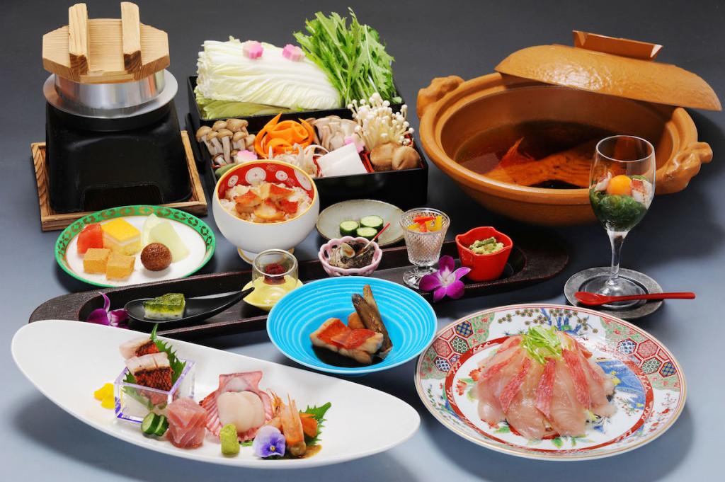 休暇村南伊豆では今が旬の金目鯛を味わう「金目鯛会席」を企画。煮付けのほか、しゃぶしゃぶなど色々な料理が楽しめる