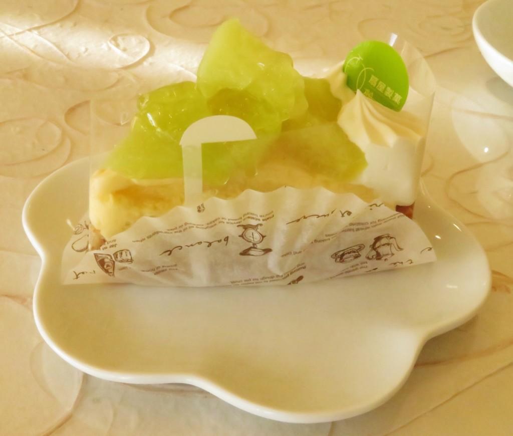 南伊豆町特産の温泉メロンを使った扇屋製菓のメロンタルト。木で完熟したメロンをタルトにのせ、ナチュラルな香りと甘みが人気