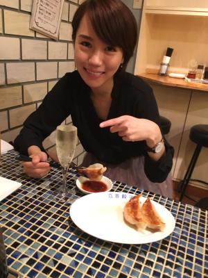 定番化?!オシャレ餃子とワイン