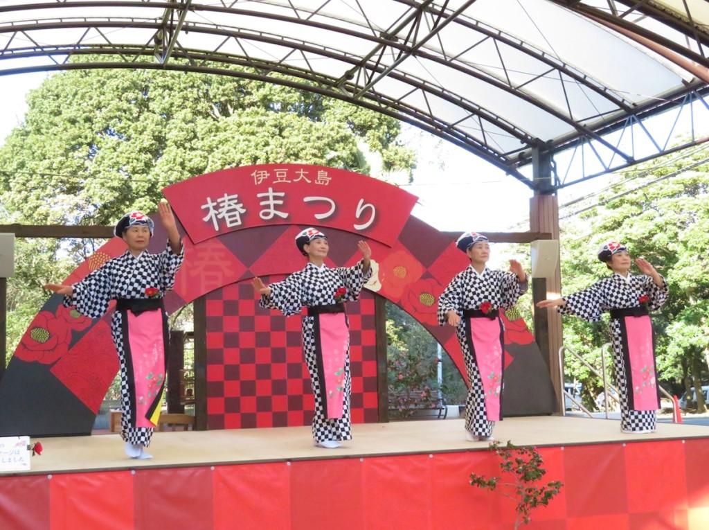 大島公園では連日「あんこの手踊り」などが楽しめる