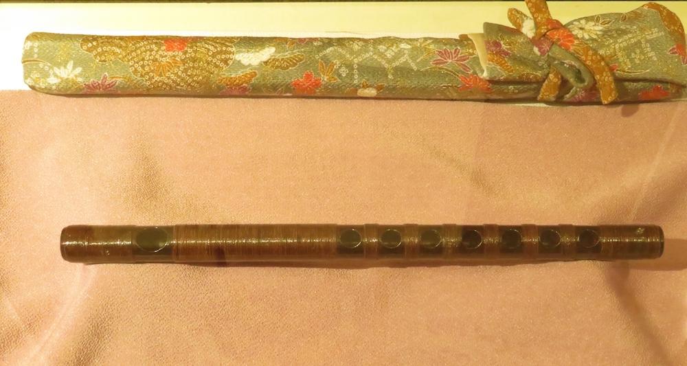 亀之丞が愛用した青葉の笛のレプリカ。高森町歴史民俗資料館に展示されている