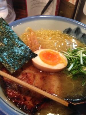 小倉さんが食べた「ゆず塩ラーメン」(980円)のこんにゃく麺(+200円)バージョン。