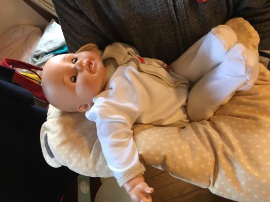 赤ちゃんごと抱くことができて、移動も手軽にできる