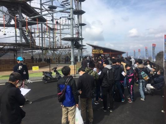 ▲オープン前から200人待ちの大行列!