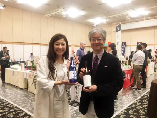 ▲郷酒フェスタ実行委員長の上杉孝久さんと