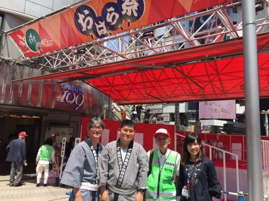 左から青年部の東野さん、有馬さん、実行委員長の木瀬さんと。