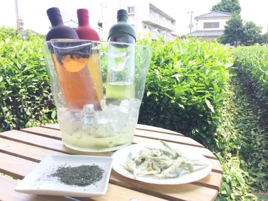 ▲お茶の葉の天ぷら と おいしく冷えた色々なお茶