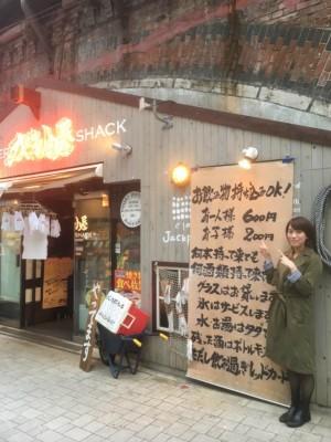 JR新橋駅のガード下にあります。