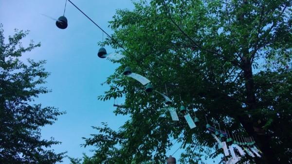 ▲池上本門寺境内で共鳴しあう風鈴
