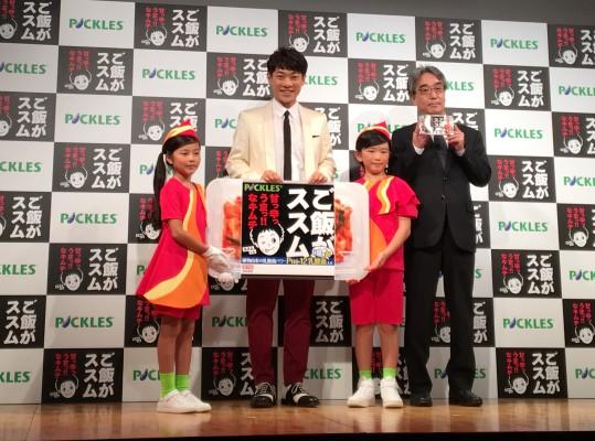 ▲代表取締役社長 宮本雅弘さん、横山だいすけさん、キッズダンサーのおふたり