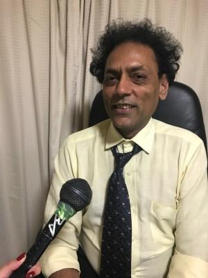 カマル・ビジャバルギアさん。 インド紅茶通販KHORAを畝意しています。