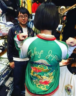 ちなみに、後姿はドラゴンと富士山で彩られています。