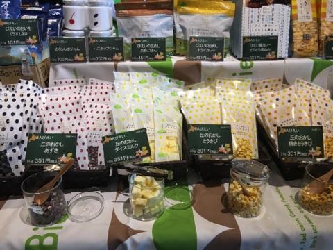 ▲北海道のフリーズドライ食品(左からあずき、バニラアイス、とうきび)